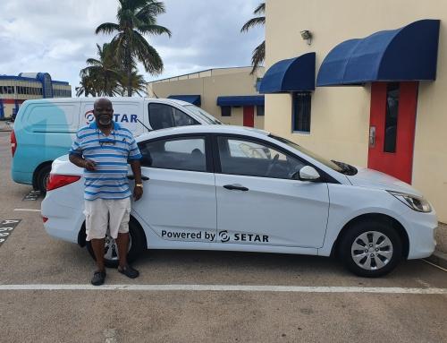 SETAR: Feliz ganador di Hyundai Accent ta conoci